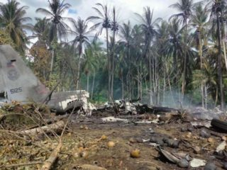 A military plane crashed in the Philippines after a failed landing: at least 29 dead and 50 injured