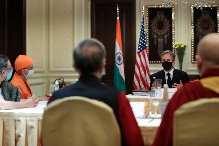 Antony Blinken ante representantes de organizaciones de la sociedad civil en el hotel Leela Palace de Nueva Delhi, India, el 28 de julio de 2021