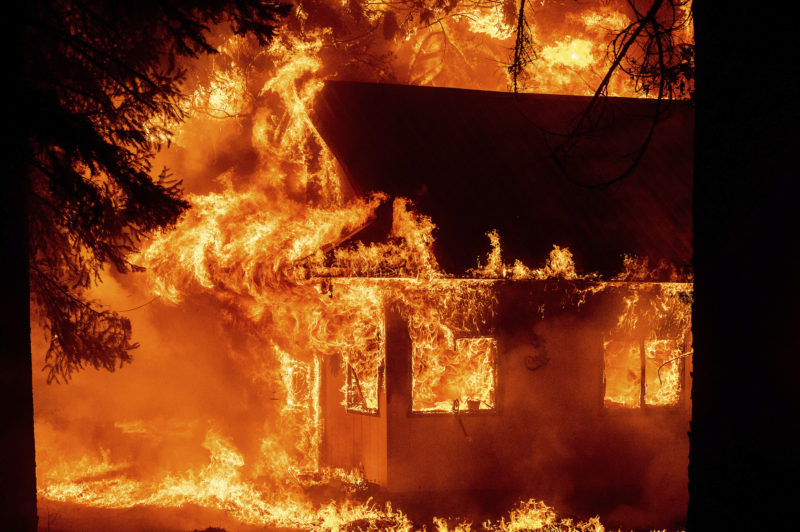 California fires force thousands of people to evacuate and threaten to destroy up to 10,000 homes