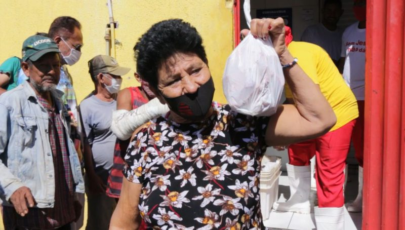 Queues to get a meat bone: hunger soars in Brazil