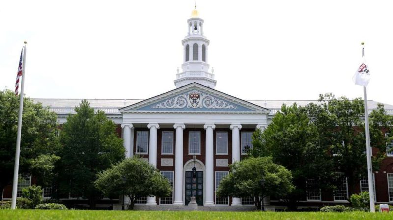 The Harvard University Business School moves from Argentina to Uruguay: the country's crisis, the flight of talents and a worrying projection