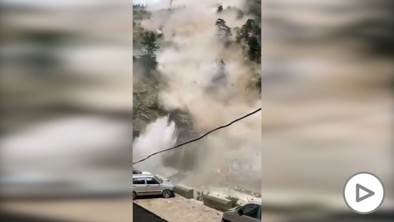 The impressive rockfall in India that looks like a bombardment