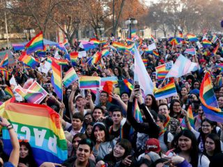 The same marriage project advances in Chile: the Senate gave it a half sanction