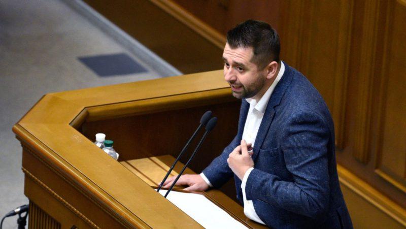 """""""Si Ucrania fuera una potencia nuclear, podríamos chantajear a todo el mundo"""", dice el líder de la fracción del partido presidencial en el Parlamento"""