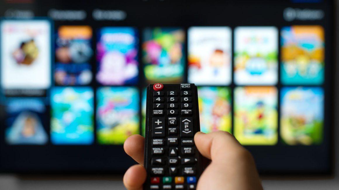 Si quieres ver un contenido en especial en una plataforma VOD, con la web JustWatch puedes saber si esa serie o película está en Netflix, Disney+, etc.