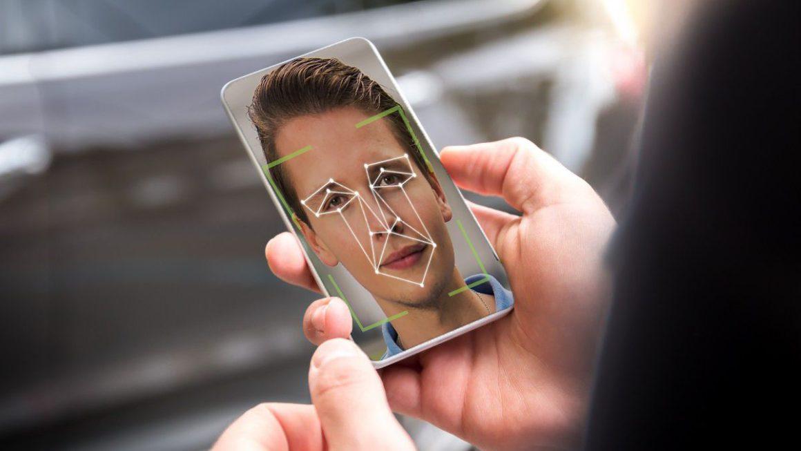 Controlar tu móvil con gestos faciales, lo nuevo de Android 12
