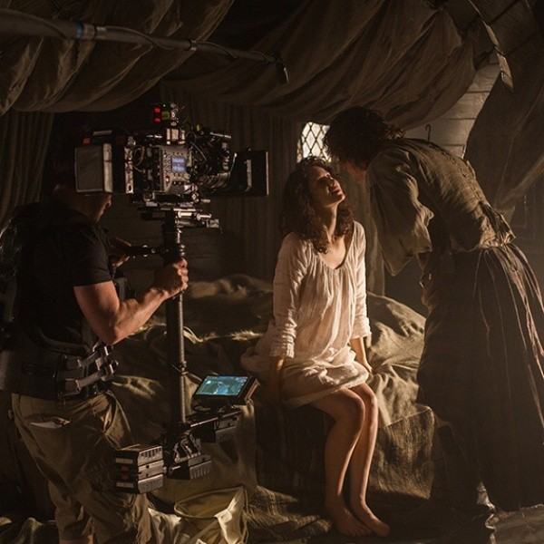 Sam Heughan and Caitriona Balfe in the middle of the filming.  Photo: (Starz Play)