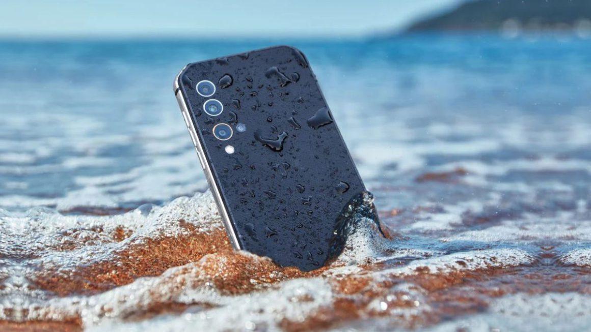 Qué hacer si el móvil se cae al agua: primeros pasos