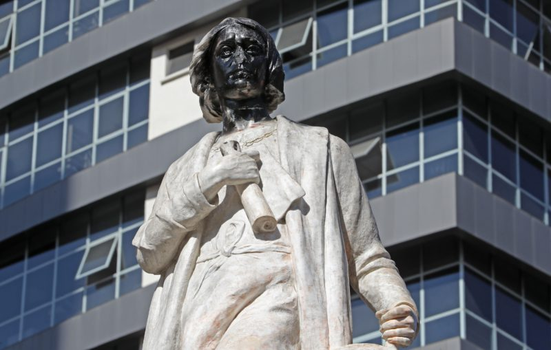 A group of protesters tries to demolish the statue of Columbus in the center of La Paz