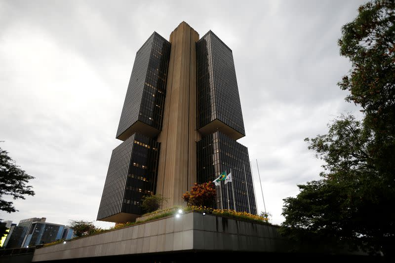 ANALYSIS-Brazilian markets trust the central bank, but distrust political and fiscal risks