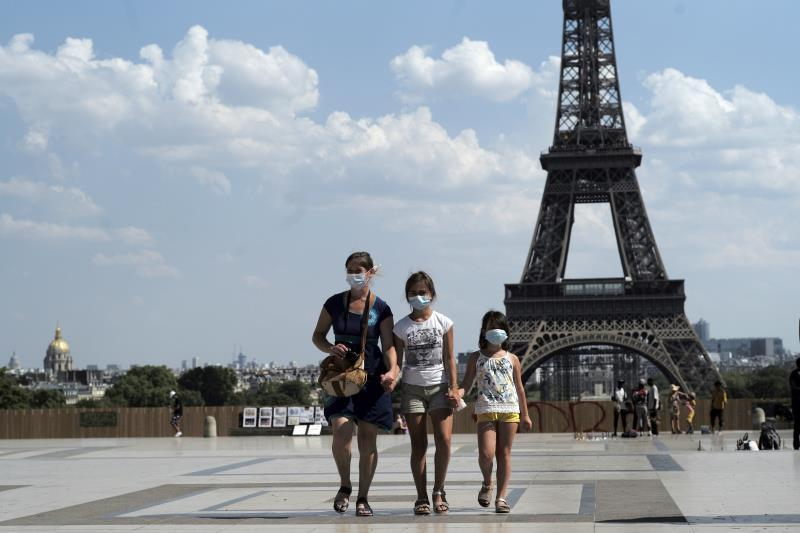 Airbnb blocks 240,000 bookings in France to prevent clandestine parties