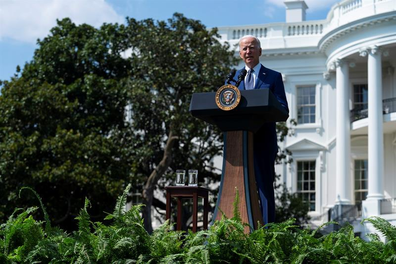 Biden makes automobile electrification a matter of state