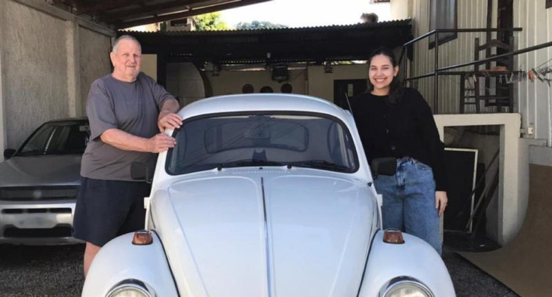 Grandfather decides to raffle his car so that his granddaughter can continue studying her medical career