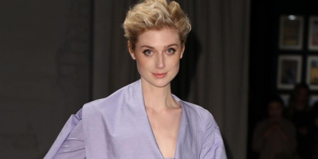 It's the same: they filter the first photo of Elizabeth Debicki as Lady Di with William and Harry in The Crown 5