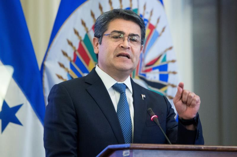 The president of Honduras travels to Mexico to promote investment in tourism
