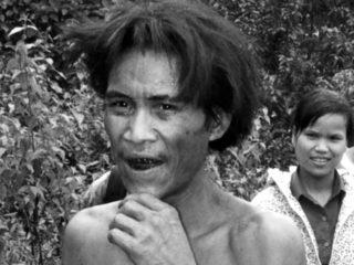 El vietnamita que vivió más de 40 años años en la jungla escondiéndose de EE.UU. muere de cáncer 8 años después de regresar a la civilización