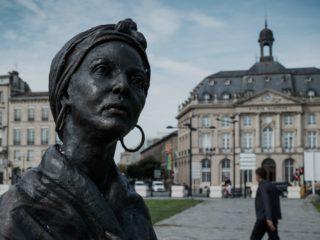 Vándalos blanquean un monumento a las víctimas de la esclavitud en Francia