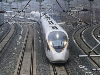 China presenta un plan para desarrollar trenes ultrarrápidos