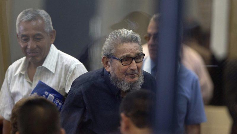El Congreso de Perú aprueba el proyecto de ley que permite cremar el cadáver del líder de Sendero Luminoso, Abimael Guzmán