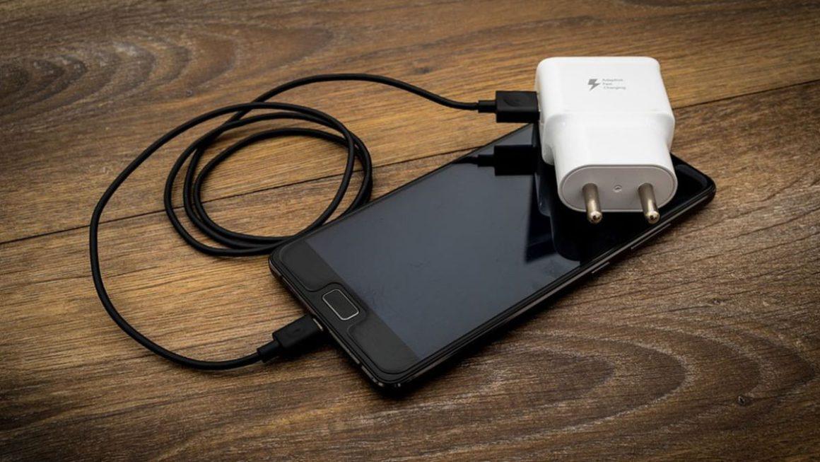 Estos son los mejores móviles Android con mejor bateria según la OCU, olvídate del cargador