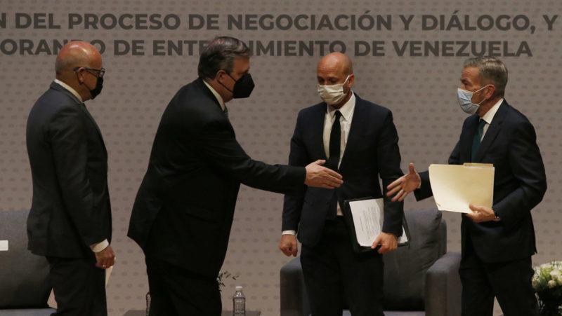 """¿Primeras fisuras? El Gobierno venezolano acusa a la oposición de intentar """"producir un quiebre"""" en el proceso de diálogo"""