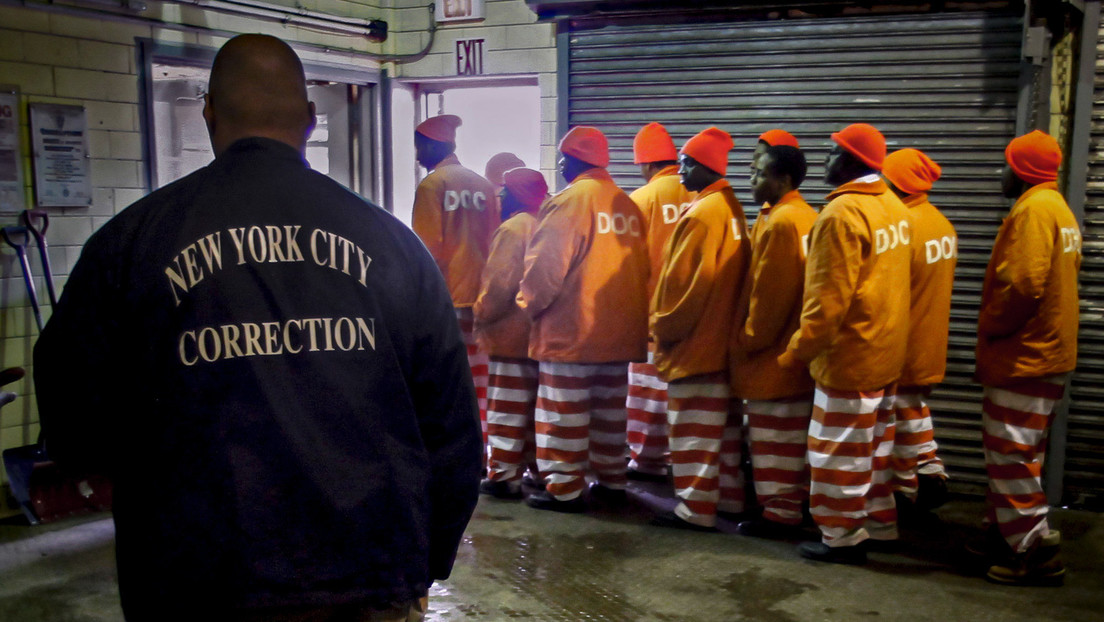 Nueva York ordena liberar a casi 200 reos de una caótica cárcel asolada por la escasez de personal, violencia y hacinamiento