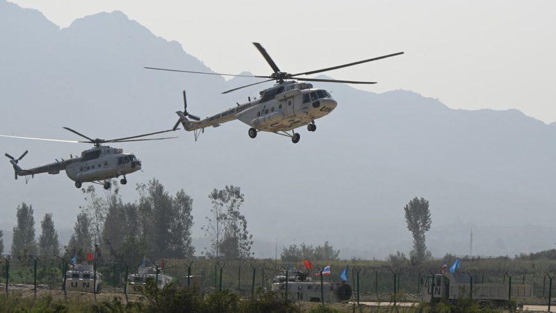 Los militares chinos intensifican los simulacros nocturnos y llevan equipos más avanzados cerca de la frontera con la India