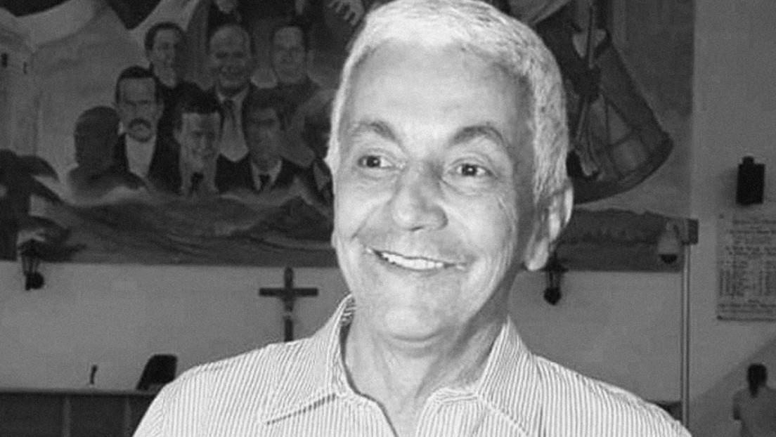 Captan el momento en el que un sicario se baja de una moto y asesina a balazos al reconocido periodista colombiano Marcos Efraín Montalvo