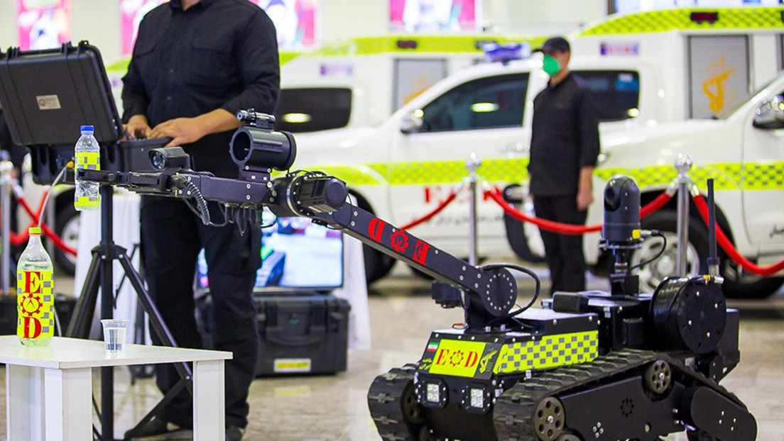Irán muestra sus avances en la detección y neutralización de bombas con un nuevo robot antiexplosivos