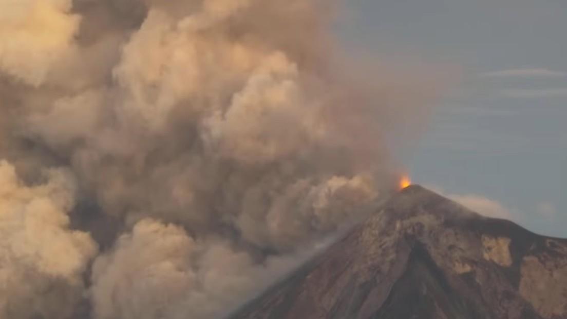 FOTOS: El volcán de Fuego en Guatemala entra en erupción