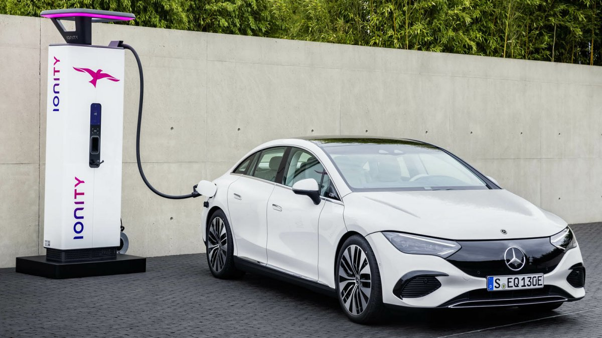 Battery cells for e-cars: Daimler cooperates with Stellantis and TotalEnergies