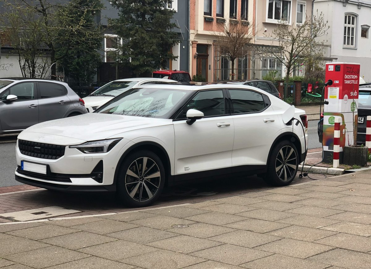 Report: E-car brand Polestar wants to raise millions with merger for IPO