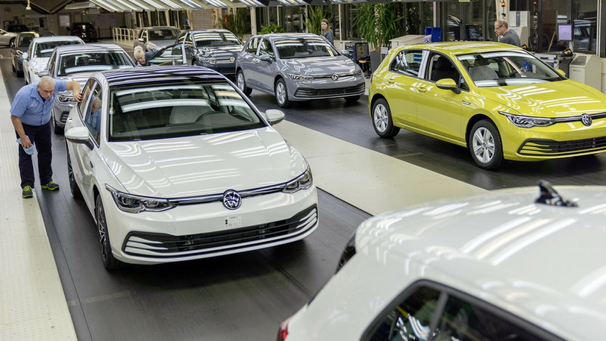 Chip shortage: Auto industry is stockpiling