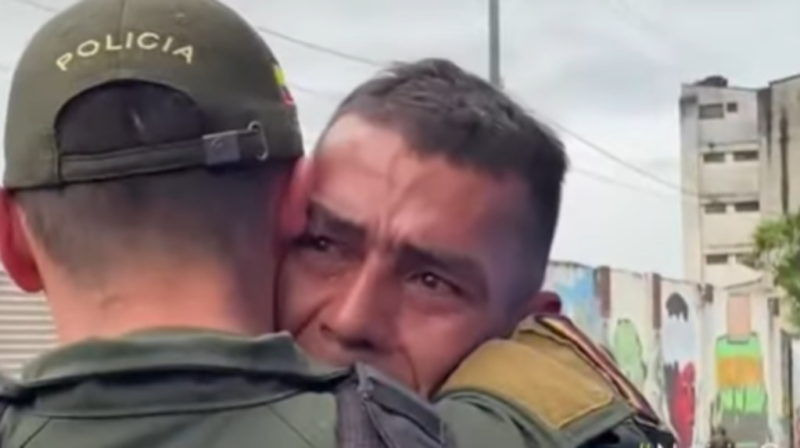 A Colombian policeman managed to find his brother who had disappeared 20 years ago