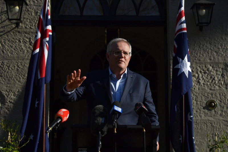 Australia denies that the defense pact with the United Kingdom and the United States was closed behind France's back