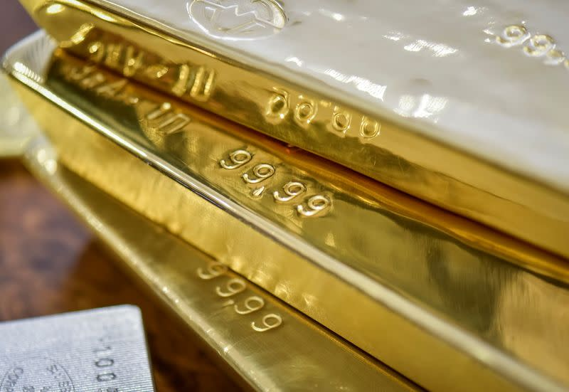 Gold falls on dollar rise, investors prepare for Fed meeting