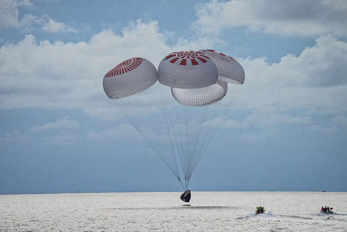 Lay astronauts back on earth after travel into space