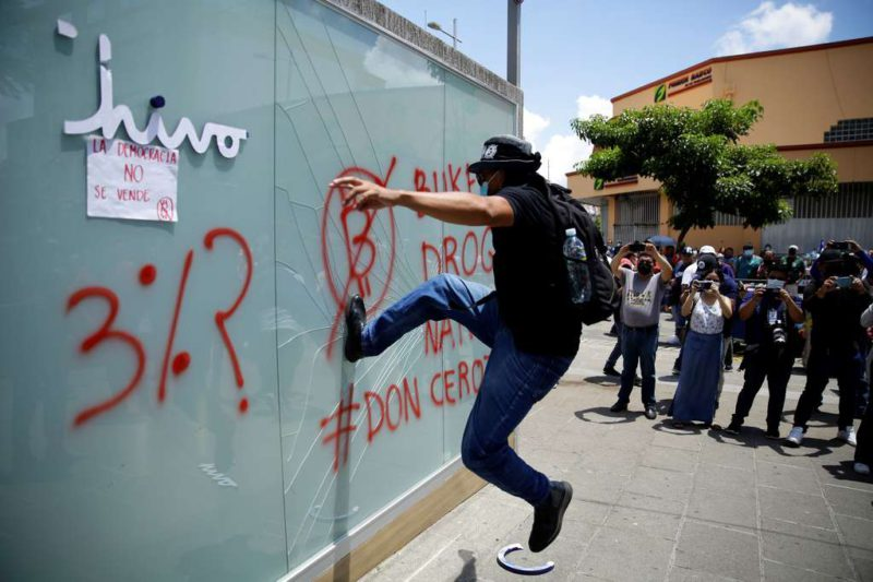 Protests in El Salvador after the approval of bitcoin as legal tender