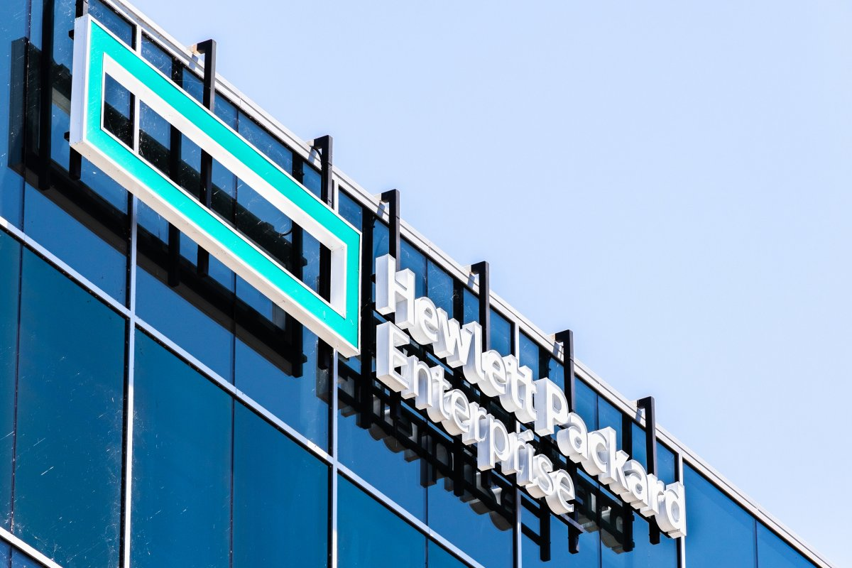 Public cloud as a model: HPE expands in-house cloud to include software services