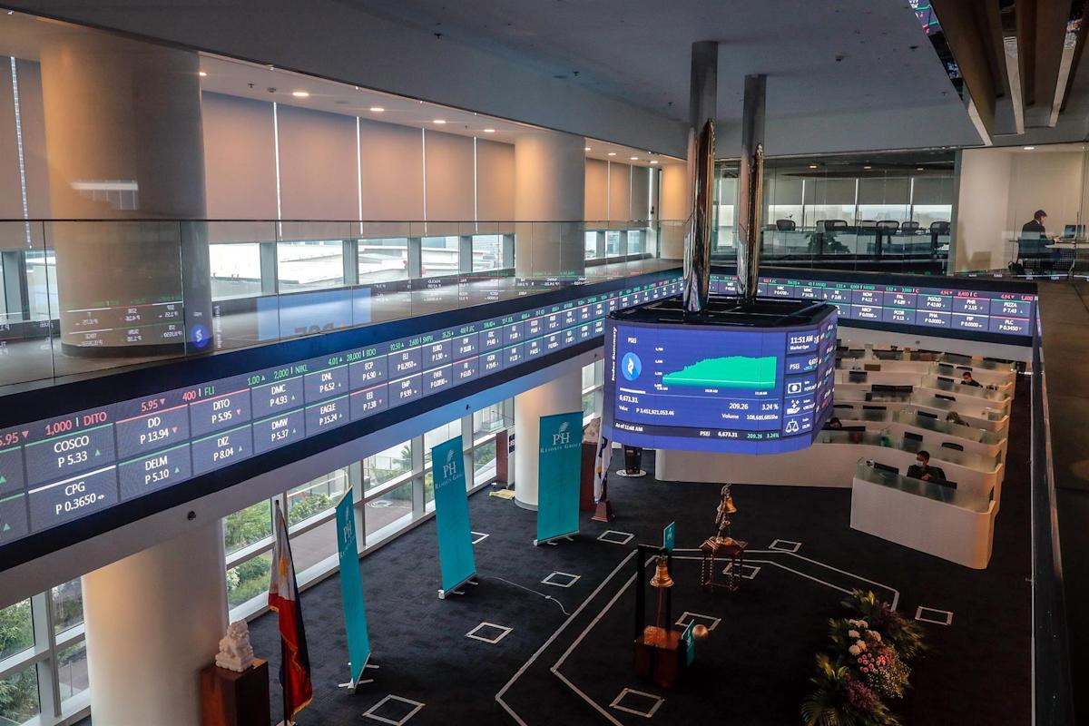 Southeast Asian stock markets close with most gains
