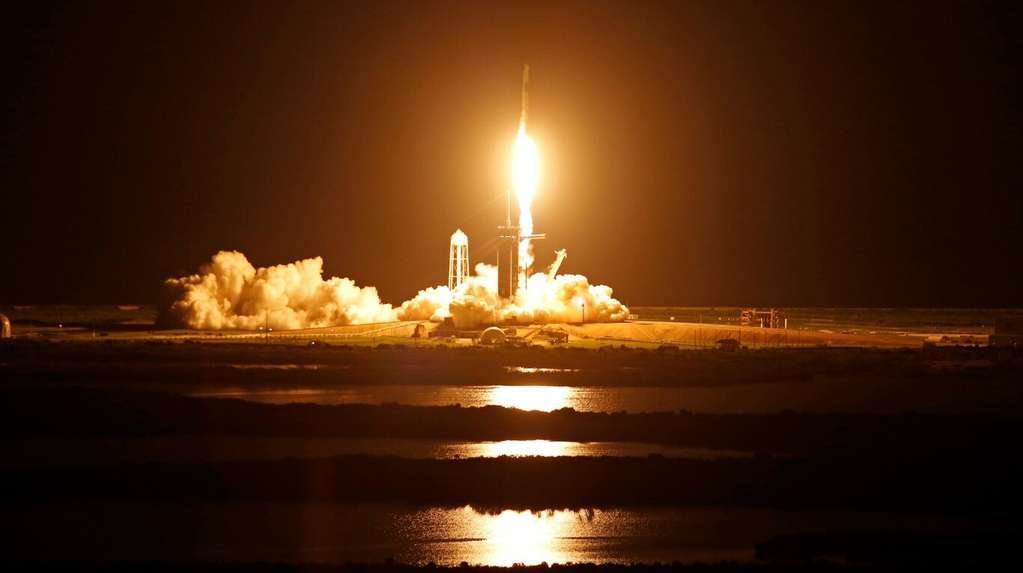 SpaceX successfully launched its first space flight with a civilian crew