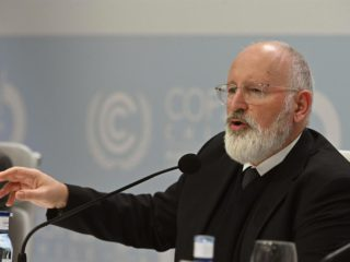 """The EC asks to """"step on the accelerator"""" climate to combat energy prices"""