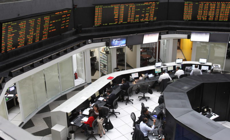 The Mexican Stock Market fell 1.69% and closed with a weekly loss of 0.42%