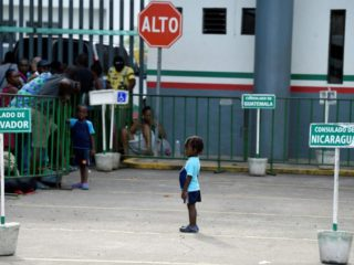 The US once again accepts applications to bring Central American minors to the country