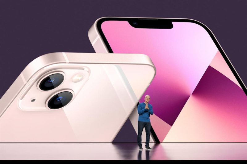 The iPhone 13 focuses on the camera and maintains the design of the successful 12