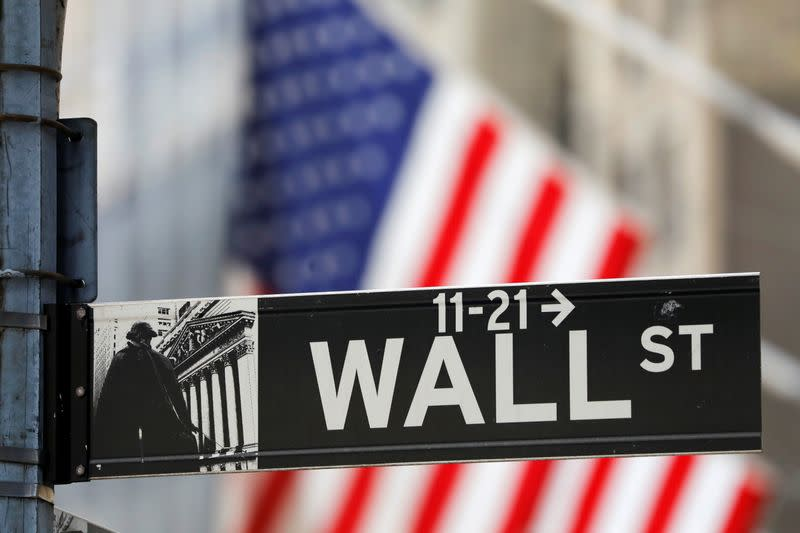 Wall St opens flat to fiscal uncertainty and losses in technology
