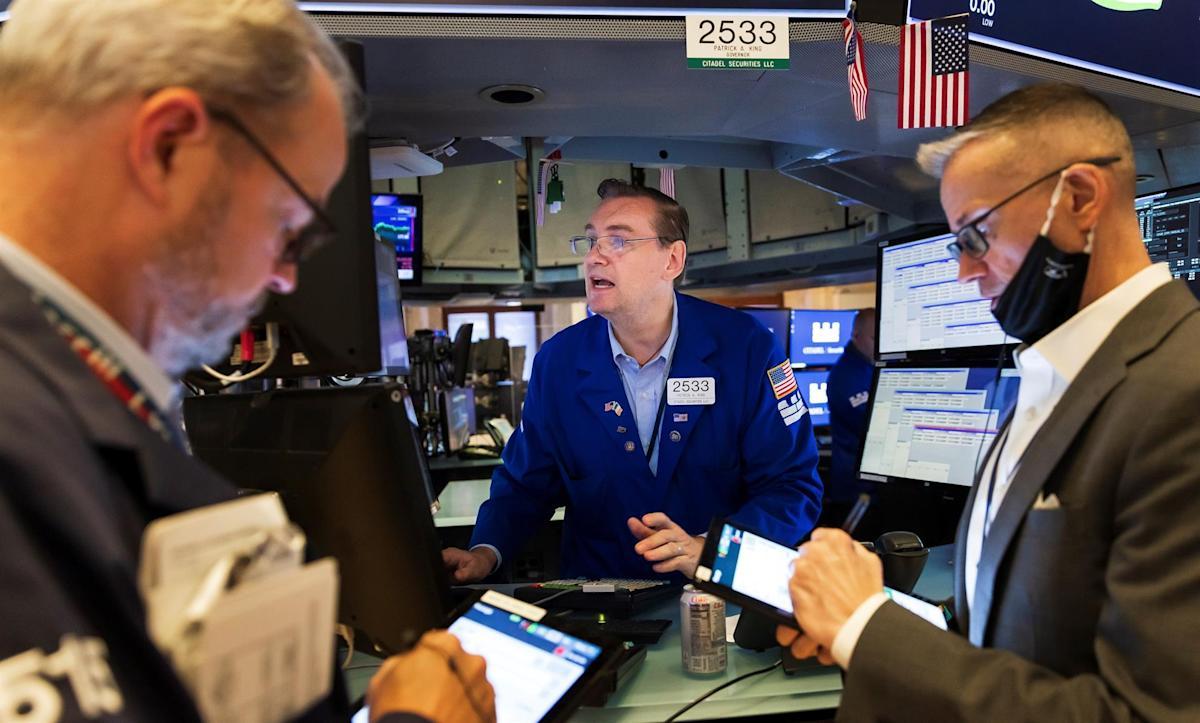 Wall Street closes mixed and the Dow Jones falls 0.18%