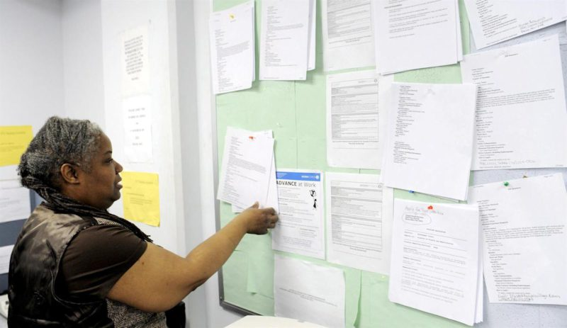 Weekly claims for unemployment benefit rise to 332,000