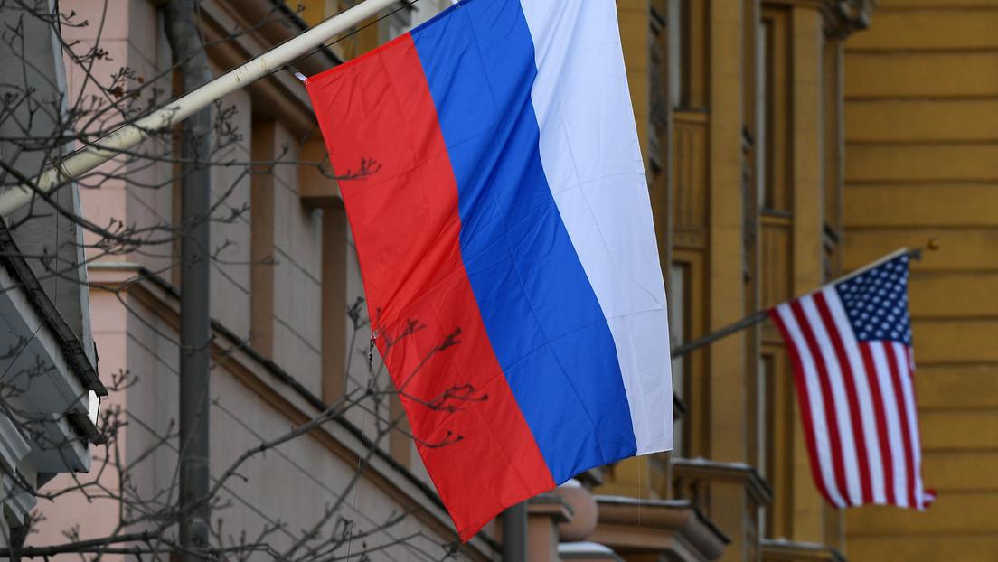 El Ministerio de Defensa ruso convoca al agregado militar de EE.UU. en relación con el intento de un destructor de violar su frontera