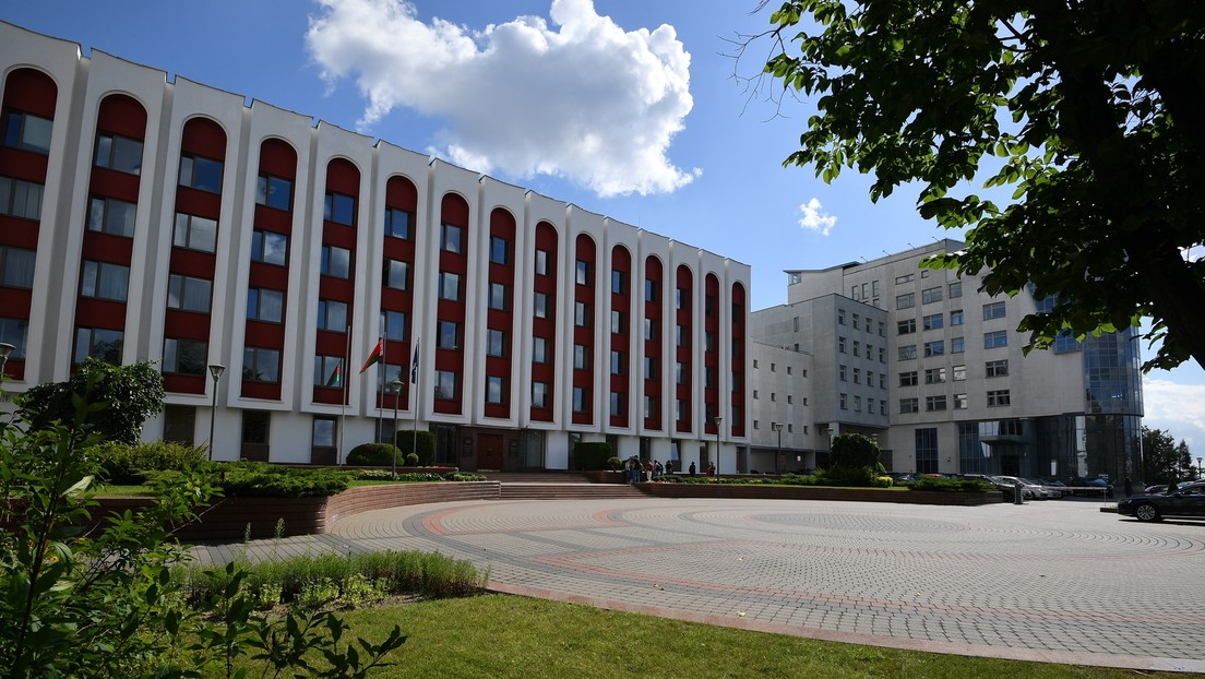 El embajador de Francia en Bielorrusia abandona el país a pedido de Minsk